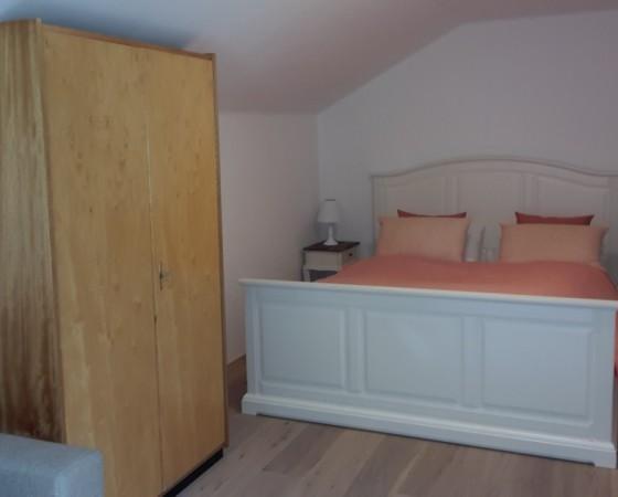 Schlafzimmer 1 – Blick auf Doppelbett