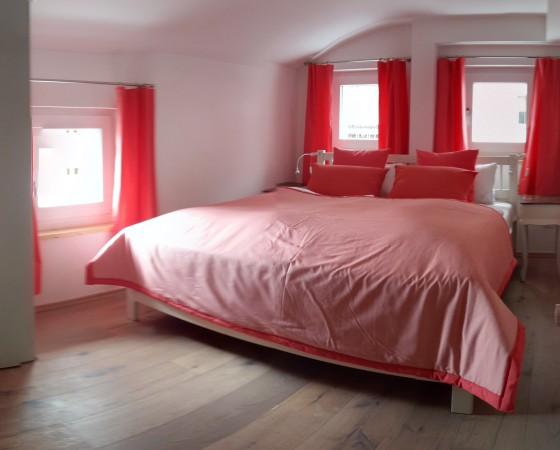 Schlafzimmer 2 – Blick auf Doppelbett